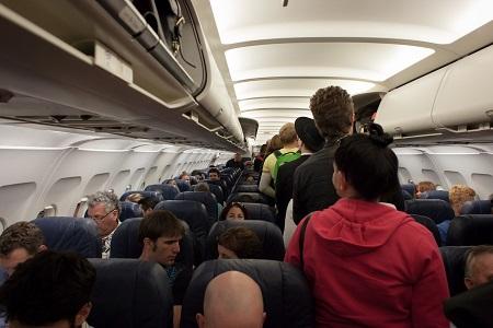 הורדו מהטיסה מחשש כי יסכנו את ציבור הנוסעים בעקבות מחלה מדבקת
