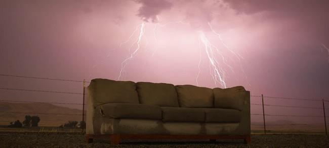 בספה אחת עור הסלון היה מהודק ובספה הנוספת עור הסלון היה מקומט