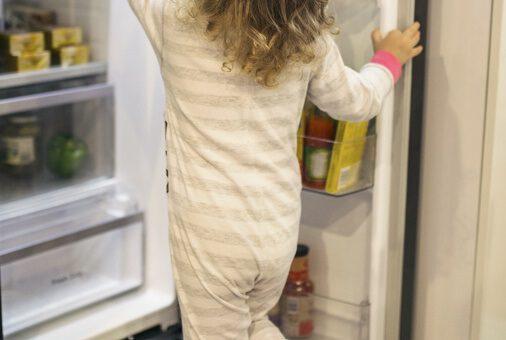 דלתות המקרר החדש מעוותות ובעלות פגם אסתטי