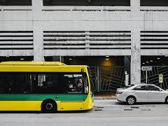 פגיעת אוטובוס ברכב