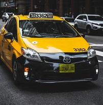 תאונה בין מונית לרכב