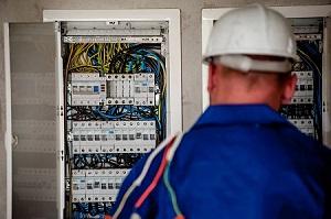 אי תשלום עבור עבודות בתחום החשמל שסיפק התובע לנתבעת