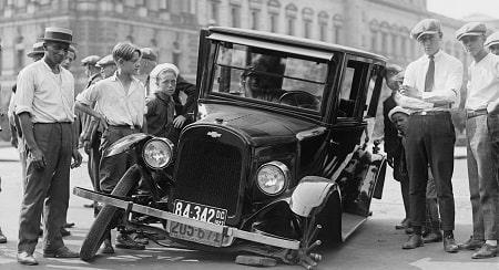 תאונה בזמן סטייה מנתיב בפנייה שמאלה והנהג הפוגע מסרב לשלם בגין הנזק