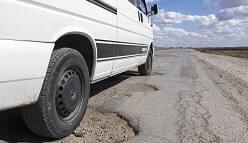 בור בכביש גרם נזק לרכב